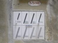 Boite aux lettres devant les immeubles
